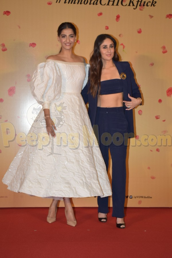Veere Di Wedding Cast.Veere Di Wedding Shocker Kareena Says Sonam Pushed Them Out Of The